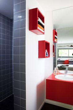 organisation décoration salle de bain rouge et gris | Photos ...