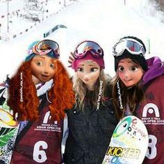 Merida, Elsa, and Anna as snowboarders. Princesa Ariel Disney, Princesas Disney, Frozen Disney, Merida, Miyazaki, Princesse Disney Swag, Disney Queens, Rapunzel And Eugene, Fuzzy Blanket