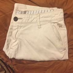 Abercrombie Shorts Uniform Approved. Fits like a junior size 3 Abercrombie & Fitch Shorts Bermudas