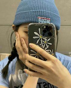 South Korean Girls, Korean Girl Groups, Long Black Hair, Blue Eyeshadow, Girl Bands, Strike A Pose, Woman Crush, Winter Hats, Bubbles