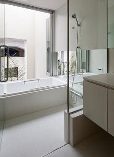 バス/トイレ事例:大きな窓のあるバスルーム(東綾瀬の家)
