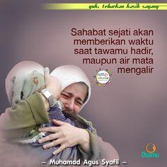 Sahabat sejati kan memberikan waktu saat tawamu hadir, maupun air mata mengalir