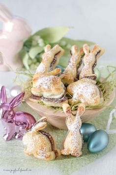 Chocolate puff pastry bunnies discovered by Ʈђἰʂ Iᵴɲ'ʈ ᙢᶓ Easter Recipes, Dessert Recipes, Desserts, Cake Recipes, Baking Classes, Chocolate Cream, Cookies And Cream, Cakes And More, Food Design