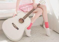 ミニ画高画質ギター白ピンク女の子ゆるふわ森ガールシャーベットカラーの画像 プリ画像
