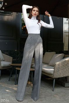 Palazzo Pants Outfit For Work. 14 Budget Palazzo Pant Outfits for Work You Should Try. Palazzo pants for fall casual and boho print. Palazzo Pants Outfit, Wide Pants Outfit, Palazzo Trousers, Trouser Pants, Cargo Pants, Wide Leg Pants, Classy Outfits, Stylish Outfits, Vintage Outfits