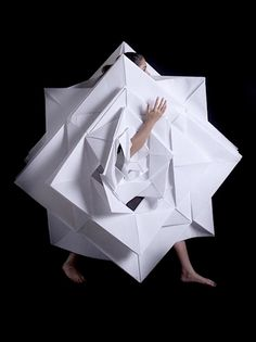 Some really great work by Mauricio Velasquez Posada (photos) and Jum Nakao (video above): origami + fashion = gorgeous paper clothing. Paper Fashion, Origami Fashion, Fashion Art, High Fashion, Fashion Beauty, News Fashion, Weird Fashion, Origami Dress, Origami Paper