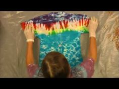 Jacquard Products Presents: Tying and Dyeing Rainbow Stripes GREAT tutorial! Folding makes sense Shibori, Bleaching Clothes, Fabric Dyeing Techniques, Tie Dye Party, Tie Dye Kit, Spiral Tie Dye, Tie Dye Shirts, Clothes Crafts, How To Dye Fabric