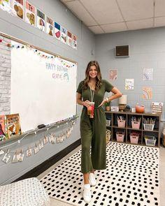 Student Teaching Outfits, Cute Teacher Outfits, Teacher Style, Cute Summer Outfits, Elementary Teacher Outfits, Teacher Clothes, Teachers Room, Kindergarten Teachers, School Classroom