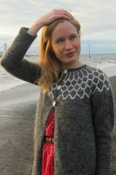Iðunn cardigan: Knitty Winter 2012