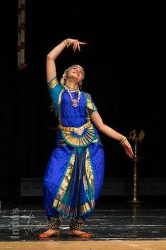 Body Painting Festival, Ritual Dance, Indian Classical Dance, Folk Dance, Dance Poses, Dance Fashion, Dance Pictures, Girl Dancing, Dance Photography