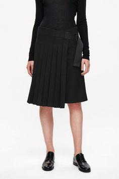 COS | Wrap-over kilt skirt 135