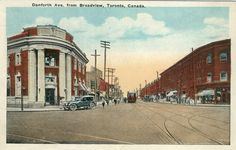 This is what the Danforth looked like in Toronto from 1908 to 1965 Toronto Neighbourhoods, Historical Architecture, Landscape Photos, Niagara Falls, Ontario, Places To Go, The Neighbourhood, Old Things, Street View