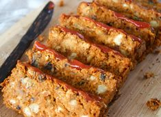 Vegan meatloaf that is hearty, moist, and gluten free! This easy vegetarian plant based recipe is made of chickpeas with mushrooms and sun dried tomatoes! Vegetarian Recipes Easy, Healthy Recipes, Healthy Food, Vegetarian Meatloaf, Vegan Mushroom Pasta, Lentil Tacos, Vegan Chili, Just Eat It