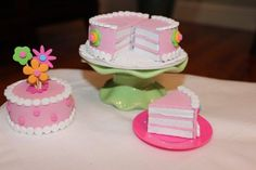 Karen mom of three's craft blog: Brandy shares with us the wonderful birthday set she made for her daughter!