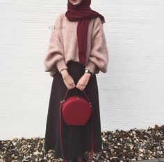Oversized sweater with skirt-Hijab fashion style in winter – Just Trendy Girls - Just trendy girls - Styles Cool Modern Hijab Fashion, Street Hijab Fashion, Muslim Fashion, Modest Fashion, Look Fashion, Girl Fashion, Hijab Casual, Hijab Chic, Ootd Hijab