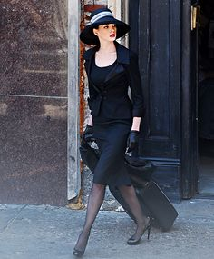 Anne Hathaway filmed The Dark Night Rises in L.A. on Wednesday... Dare I say a purrr-fect look?
