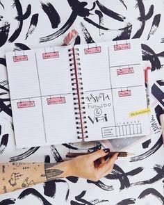 Quem aí faz bullet journal no caderno com linhas?•Tem vídeo fresquinho no ar ensinando a fazer esse weekly spread aí 🖤🖤Link na bio.•#BujoDaAlineAlbino #WeeklySpread February Bullet Journal, Bullet Journal Tracker, Bullet Journal Hacks, Bullet Journal Layout, Bullet Journal Inspiration, Organization Bullet Journal, Planner Organization, Planners, Cool Journals