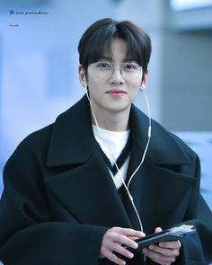never thought i can see an angel wt sweet smile like this Ji Chang Wook Abs, Ji Chang Wook Smile, Ji Chan Wook, Yoo Seung Ho, Asian Actors, Korean Actors, Healer Kdrama, Idol 3, Korean Drama Funny