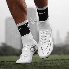 White Superfly 5 von @ Bild des Tages Bild des Tages - Funny Tutorial and Ideas Girls Soccer Cleats, Nike Soccer Shoes, Nike Cleats, Soccer Outfits, Soccer Gear, Soccer Boots, Soccer Equipment, Cool Football Boots, Football Shoes
