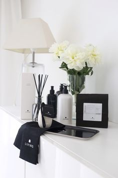 Homevialaura | Dermosil Living | Dermoshop | black and white packaging | housekeeping | cosmetics