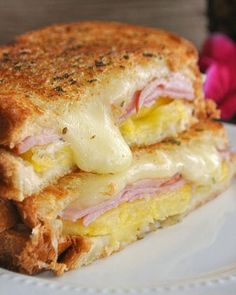 the flavors of the sweet pineapple, canadian bacon and monterey jack cheese Hawaiian Grilled Cheese.the flavors of the sweet pineapple, canadian bacon and monterey jack cheese Grill Sandwich, Soup And Sandwich, Sandwich Recipes, Panini Sandwiches, Grilled Sandwich Ideas, Sandwich Board, I Love Food, Good Food, Yummy Food