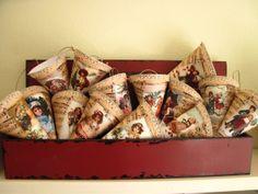 Christmas cornets Decoupage, Gift Wrapping, Christmas, Gifts, Paper Wrapping, Navidad, Wrapping Gifts, Weihnachten, Yule