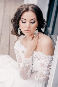 Gorgeous Wedding Hairstyles and Makeup Ideas - Belle The Magazine""