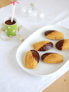 Gingerbread chocolate madeleines