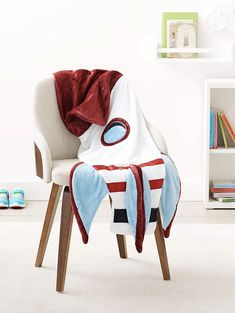 Fleece rocket blanket: Available in two kid-friendly sizes, this fleece rocket blanket from AmazonBasics Kids is designed for little ones to slip inside, mermaid-tail style. Toddler Gifts, Baby Gifts, Room Themes, Kids And Parenting, Baby Items, Little Ones, Gift Guide, Toddlers, Kids Room