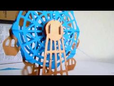card Pop Up of ferris wheel The difference with other ferris wheels Pop Up is that if you can turn. La diferencia con otras ruedas moscovitas Pop Up es que e. Sliceform, Rubber Stamping, Pop Up Cards, Kirigami, Manners, Diy Cards, Ferris Wheel, Wedding Cards, 3 D