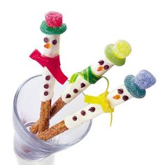 Snowman party theme - Pretzel sticks dipped in white chocolate with Jubes for hats then decorate faces and buttons with dark chocolate. Tie Fruit straps for cute little scarves ! Easy Christmas Treats and Gift Ideas | ireallylikefood great treat idea !