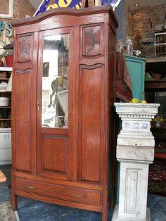 Antiguo Ropero de Roble. Mas info y valor en www.unviejoalmacen.com.ar