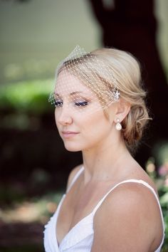Simple and sweet birdcage veil. gorgeous. So in love with this!
