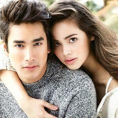▸ไม่เป็นไร◂ Foreign Movies, Family Photos, Couple Photos, Military Women, Thai Drama, Kdrama Actors, Muslim Couples, Sweet Couple, Asian Actors