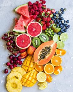This watermelon pizza makes the perfect summer treat! Skip the regular pizza and go for this healthy and delicious option instead! Fruit And Veg, Fruits And Veggies, Fresh Fruit, Fruit Recipes, Whole Food Recipes, Healthy Recipes, Healthy Fridge, Healthy Life, Watermelon Pizza