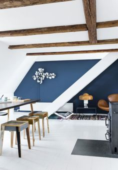 Amazing living room with beams in the ceiling, blue paint color and furniture in warm tones.
