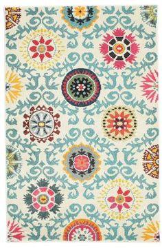 Estas alfombras modernas, que se ofrecen en diferentes tamaños y dibujos, crean un punto focal hermoso en el hogar. Para la producción de estas alfombras se usa lana sintética, un material con cualidades textiles.