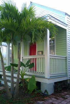 oh how I do live Key West!!!No other place like it.guess that's why we keep going back. Ready for trip number 4:)