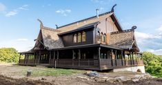 Someone on r/Norse built their own Dragestil house (viking-style architecture from late century) Viking House, Viking Life, Timber Frame Homes, Timber House, Different Architectural Styles, Creepy Houses, Café Bar, House Goals, Beautiful Homes