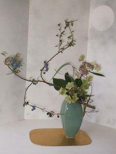 les bouquets - Art floral japonais Ikebana, Bouquets, Art Floral, Glass Vase, Plants, Home Decor, Photos, Flower Arrangements, Floral Arrangements