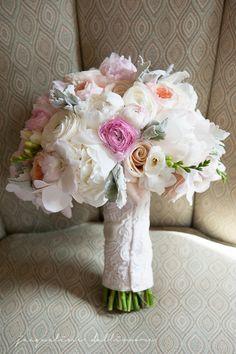 Bridal boquet by Bella Blooms Floral : Jacqueline Dallimore Photography