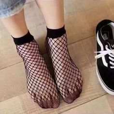 Новинка 2017 года женские очень растягивается Лидер продаж один размер однотонные черные дышащие ажурные носки Большой Средний сетки ажурные носки FN101