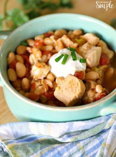 This Instant Pot White Chicken Chili is full of Tex-Mex flavor with chicken and spices, white beans, salsa, chopped green chiles and diced tomatoes. Puy Lentil Recipes, Chili Recipes, Keto Recipes, Egg Salad Recipe Food Network, Food Network Recipes, Cake Mix Carrot Cake Recipe, Chili Instant Pot Recipe, Deviled Egg Salad, Breakfast Smoothie Recipes