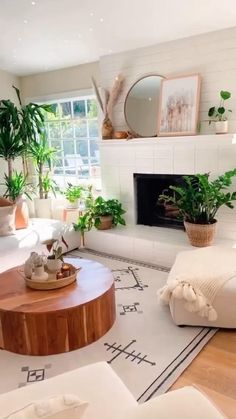 Decor Home Living Room, Boho Living Room, Living Room Interior, Home Interior Design, Living Room With Plants, Warm Home Decor, Cozy Living Rooms, Budget Living Rooms, Decorating Small Living Room