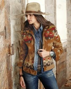 Are you tired of wearing those same old winter clothes? We have revealed 5 awesome secrets that would help you glam up and look like an absolute fashionista in woolen outfit. Cowgirl Chic, Cowgirl Style, Cowgirl Mode, Cowgirl Western Wear, Western Wear For Women, Western Chic, Cowgirl Outfits, Western Outfits, Cowgirl Fashion