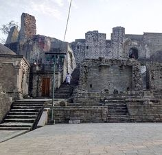 Kangra Fort in Kangra Himachal Pradesh India  Such a beautiful place where you can see all the hills of himachal. Tag yoir friend for your next trip to this fort  #himachalpradesh #Kangra #Manali #Dharamshala #December #New Year #Holiday #Hills #Mountains #Mcleodganj #History #Akbar #Temple #Kullu #Gagal #HistoricalPlace #Delhi #Gurgaon #Noida #Agra #Fort