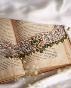 Jewelry Design Earrings, Gold Earrings Designs, Gold Jewellery Design, Simple Necklace Designs, Beaded Jewellery, Temple Jewellery, Gems Jewelry, Designer Jewelry, Jewellery Box