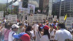 """#30M """"Leopoldo tiene su gente"""" rezan los manifestantes en #Chacaito #360UCV"""