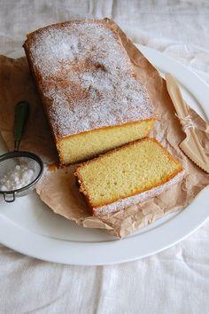 Passion fruit drizzle cake / Bolo com caldinha de maracujá