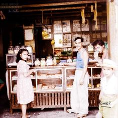 51 Old Colorized Photos Reveal The Fascinating Filipino Life Between 1900 - 1960 Philippines Culture, Manila Philippines, University Of Michigan Library, Bataan Death March, Filipino Fashion, Normal School, Filipina Girls, Filipino Culture, Street Musician